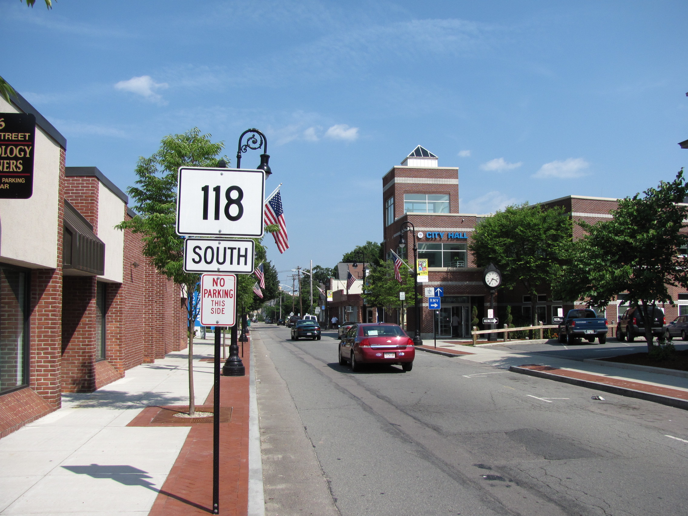 MA_Route_118_southbound_in_Attleboro_MA.